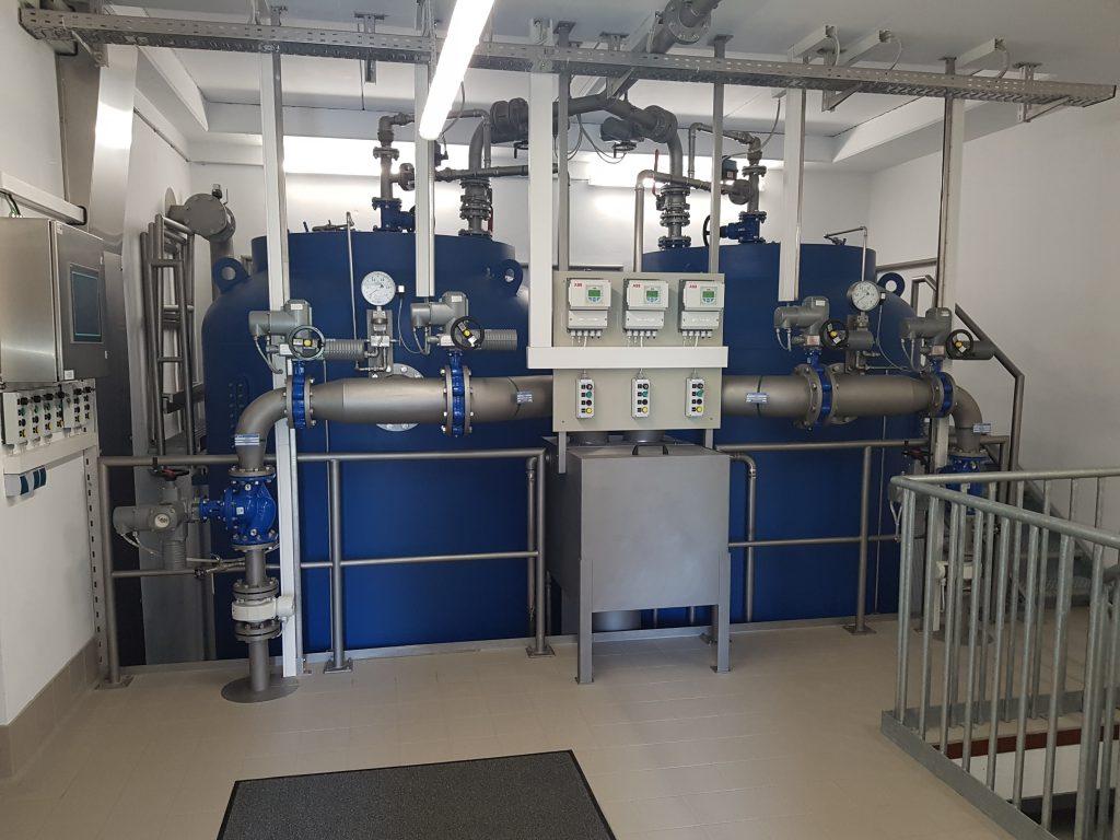 Zwei Filter, über die das Rohwasser aufbereitet wird und dann in die Wasserkammern gelangt.